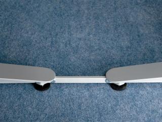 Sitz-Steh-Tisch »HZ« | Detail mit Abstandshalter Blockstellung